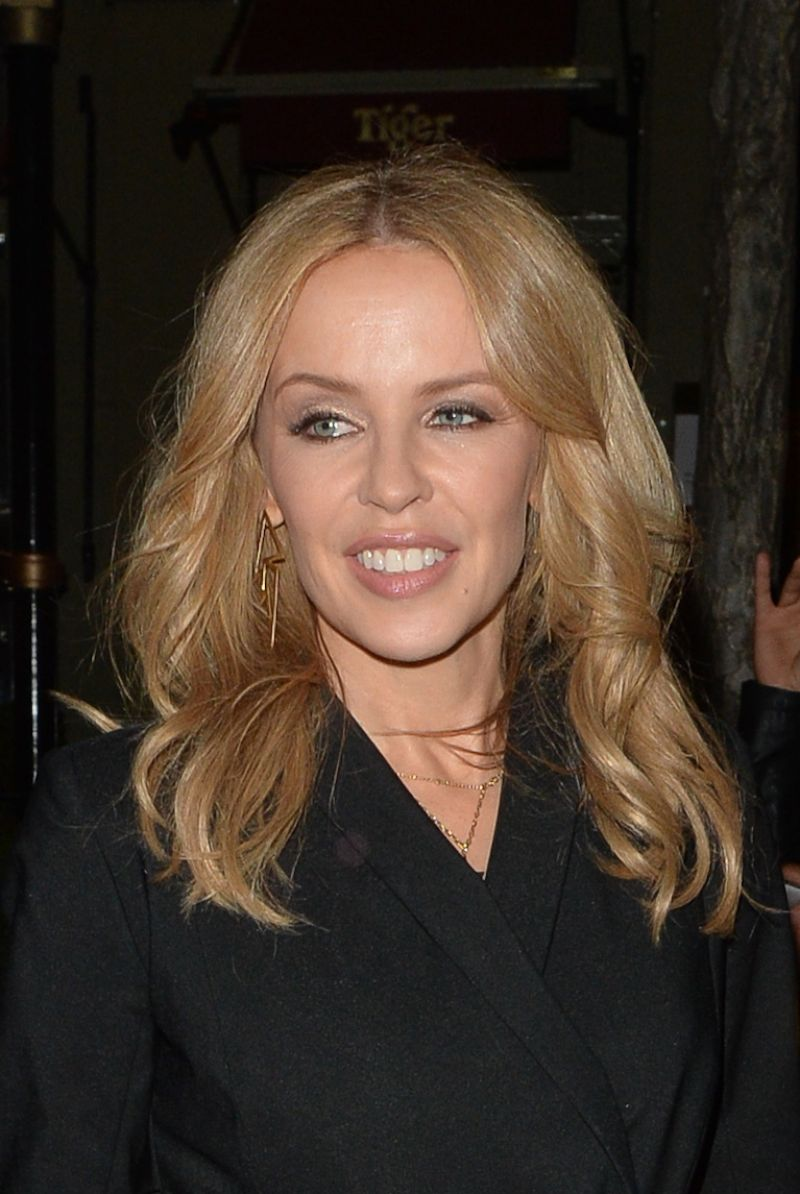Kylie Minogue Gives Superfan Pricelesssurprises As She: San Andreas Premiere In London