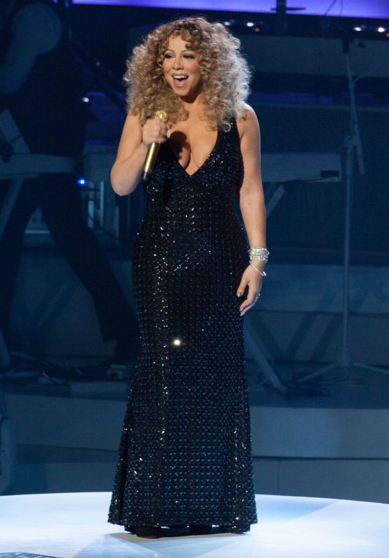 Mariah Carey Performs at The Colosseum at Caesars Palace in Las Vegas, May 2015