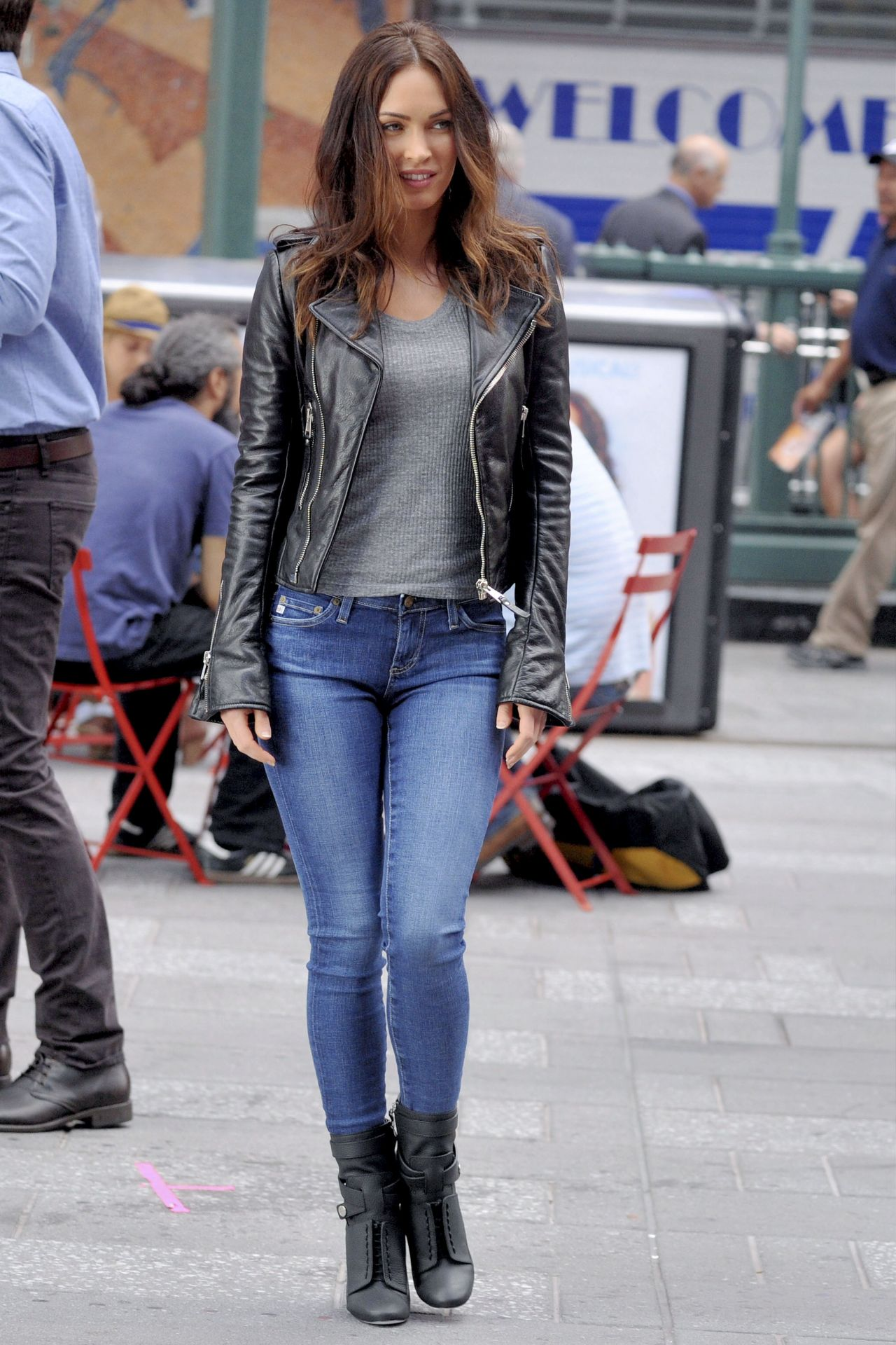 Megan Fox - Teenage Mutant Ninja Turtles 2 Set Photos ...