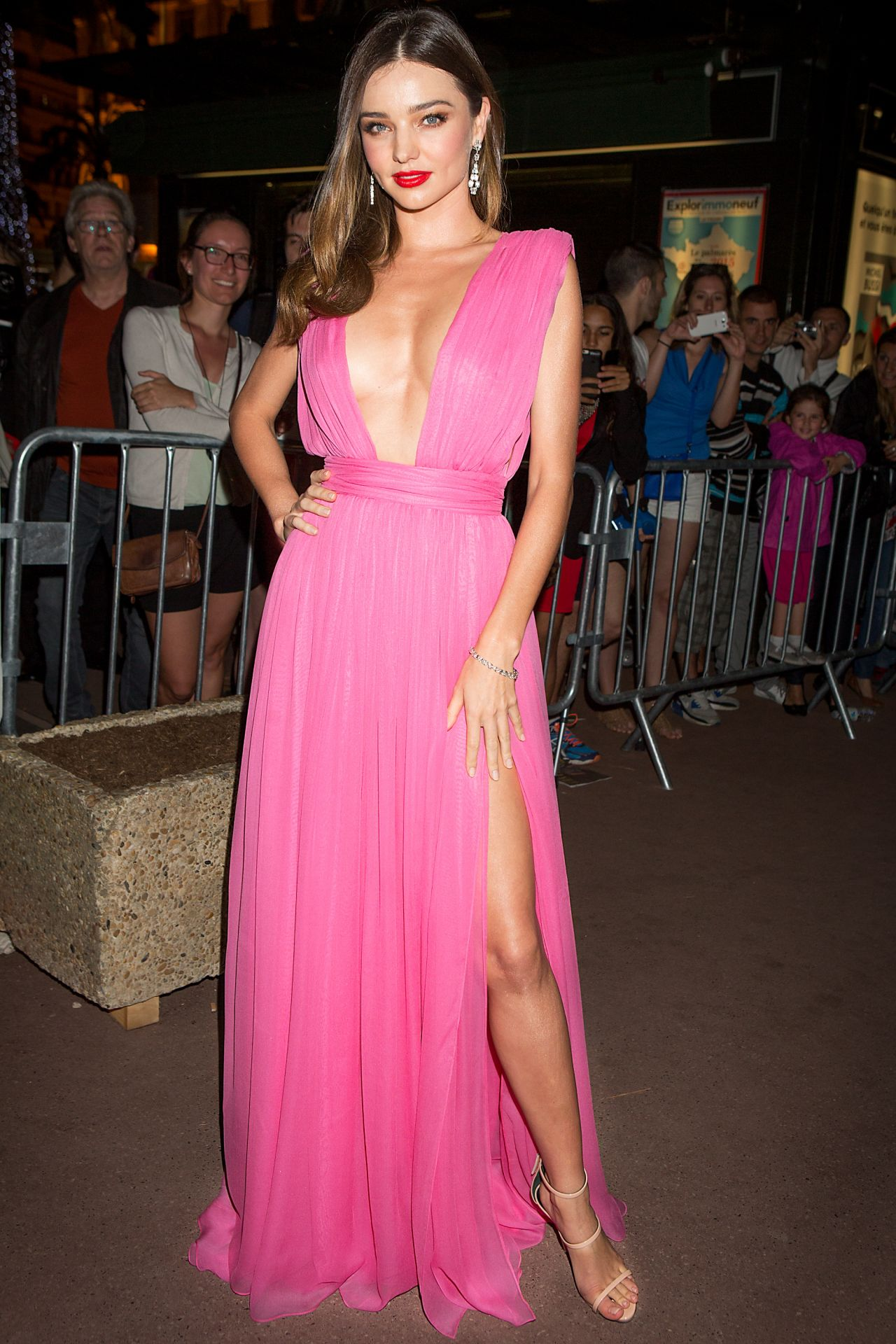 miranda-kerr-magnum-pink-and-black-launc