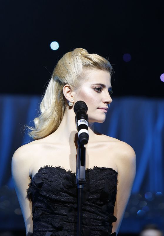 Pixie Lott - Performing at Puttin