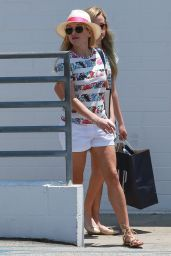 Reese Witherspoon - Shopping at Sephora in Santa Monica, May 2015