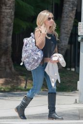 Sarah Michelle Gellar Casual Style - Out in Los Angeles, May 2015