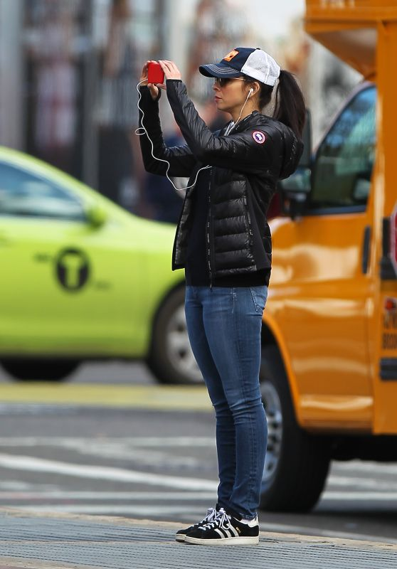 Sarah Silverman - Taking Photos in New York, April 2015