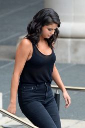 Selena Gomez - Leaving a Casino in New Orleans, Louisiana, May 2015