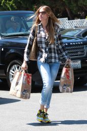 Sofia Vergara Street Style - Leaving Bristol Farms in Beverly Hills, May 2015