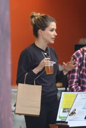 Sophia Bush - Shopping in Venice Beach, May 2015