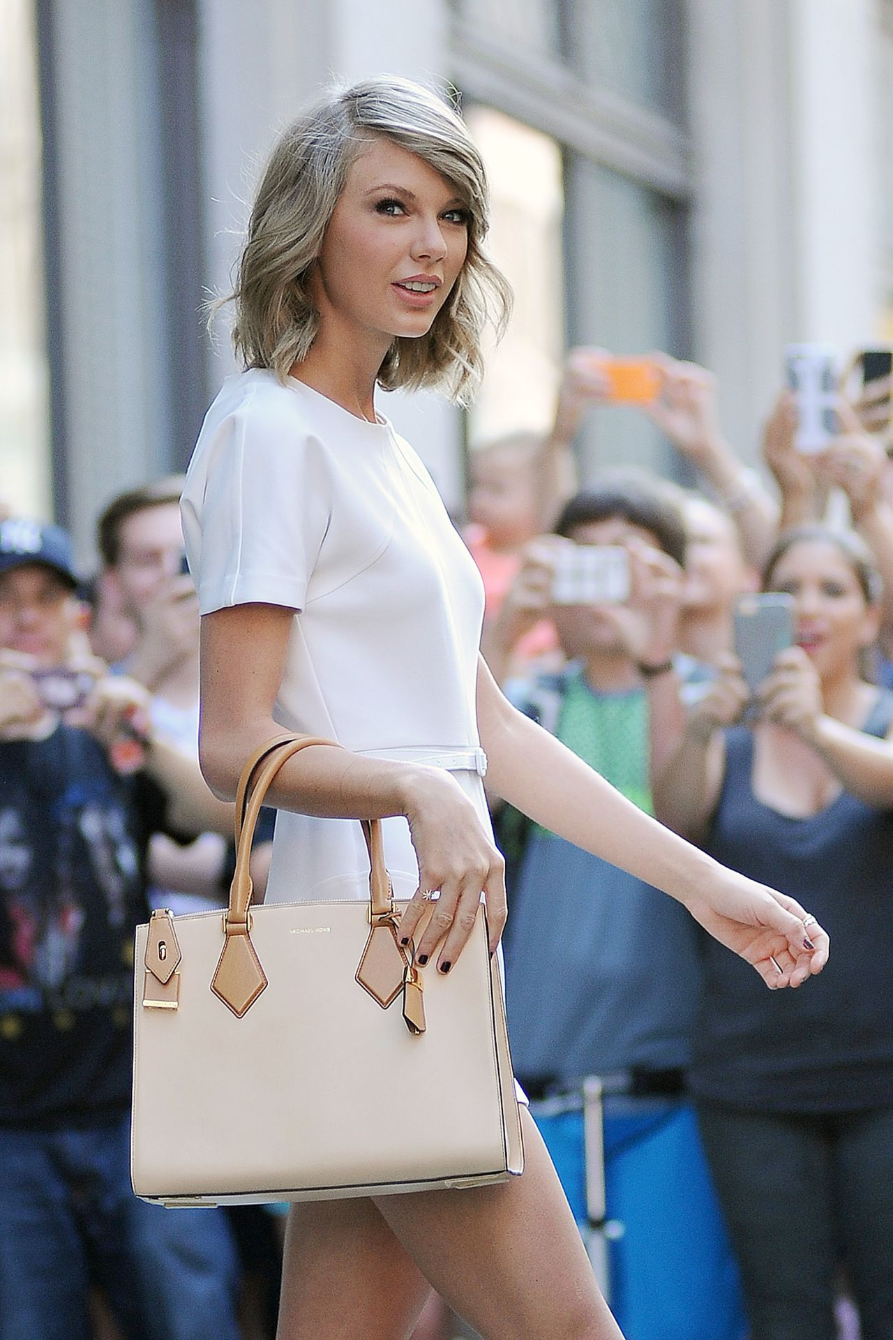 May Calendar New York City : Taylor swift fashion out in new york city may