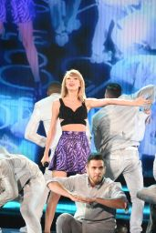 Taylor Swift Performs at 1989 World Tour in Tokyo - May 2015