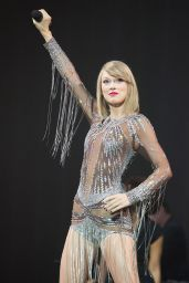 Taylor Swift Performs at BBC Radio 1