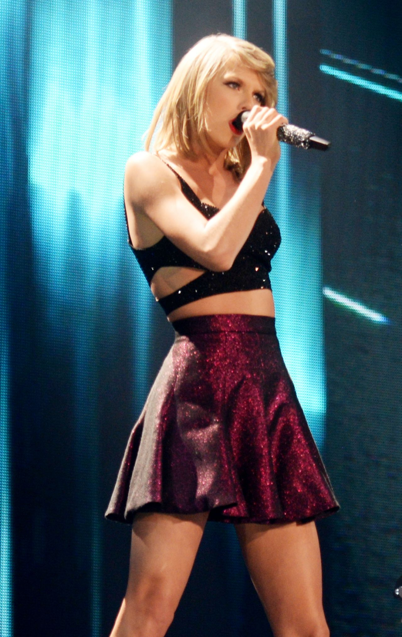 Taylor Swift Performs ... Taylor Swift Tour