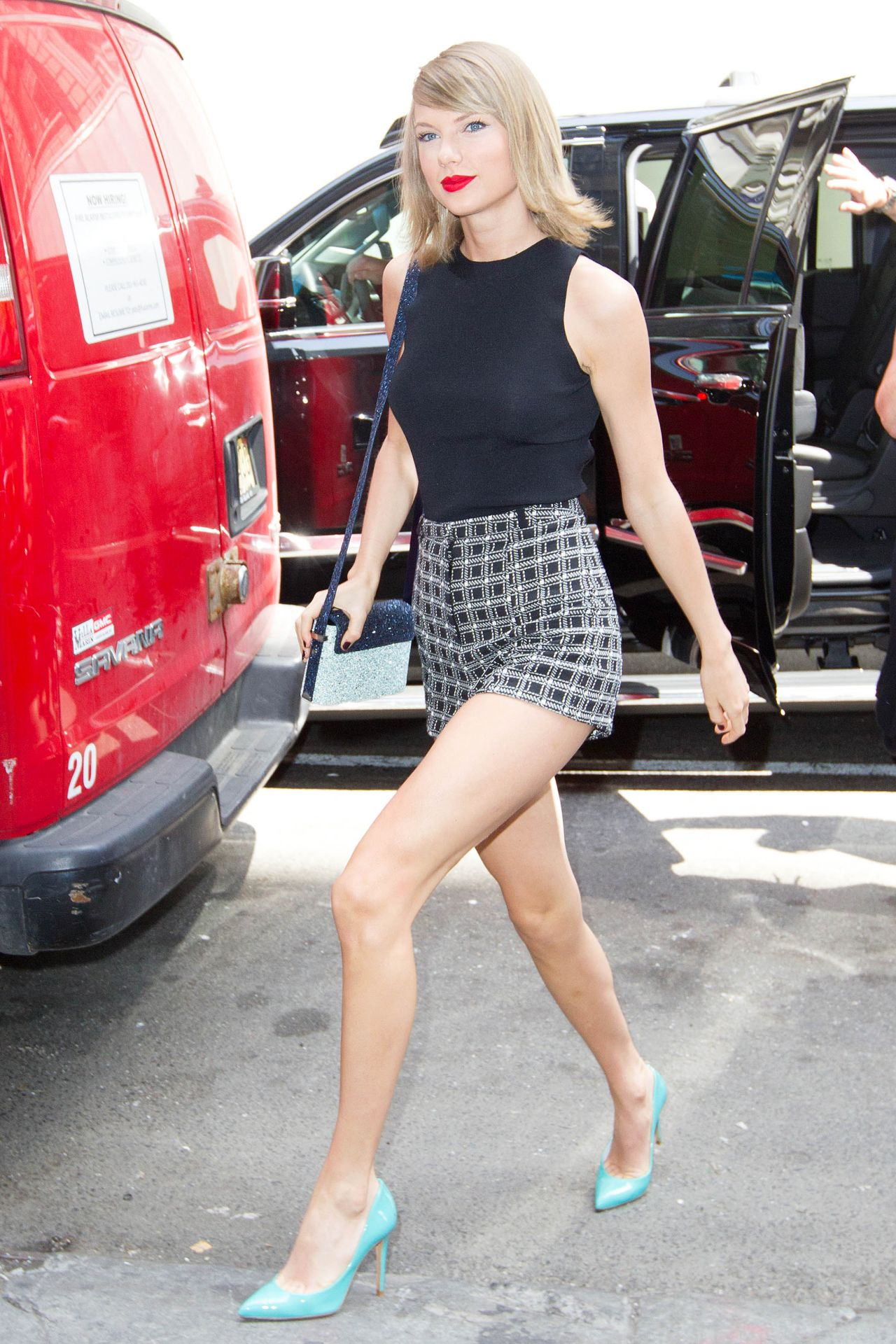 New York Taylor Swift Legs