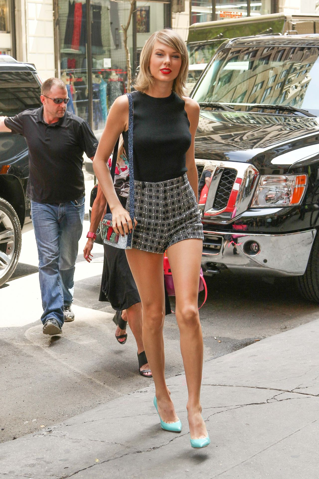 swift shows off her legs in a pair of short shorts - new york city