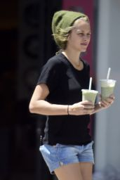 Teresa Palmer - Buying Green Health Juices in LA, April 2015