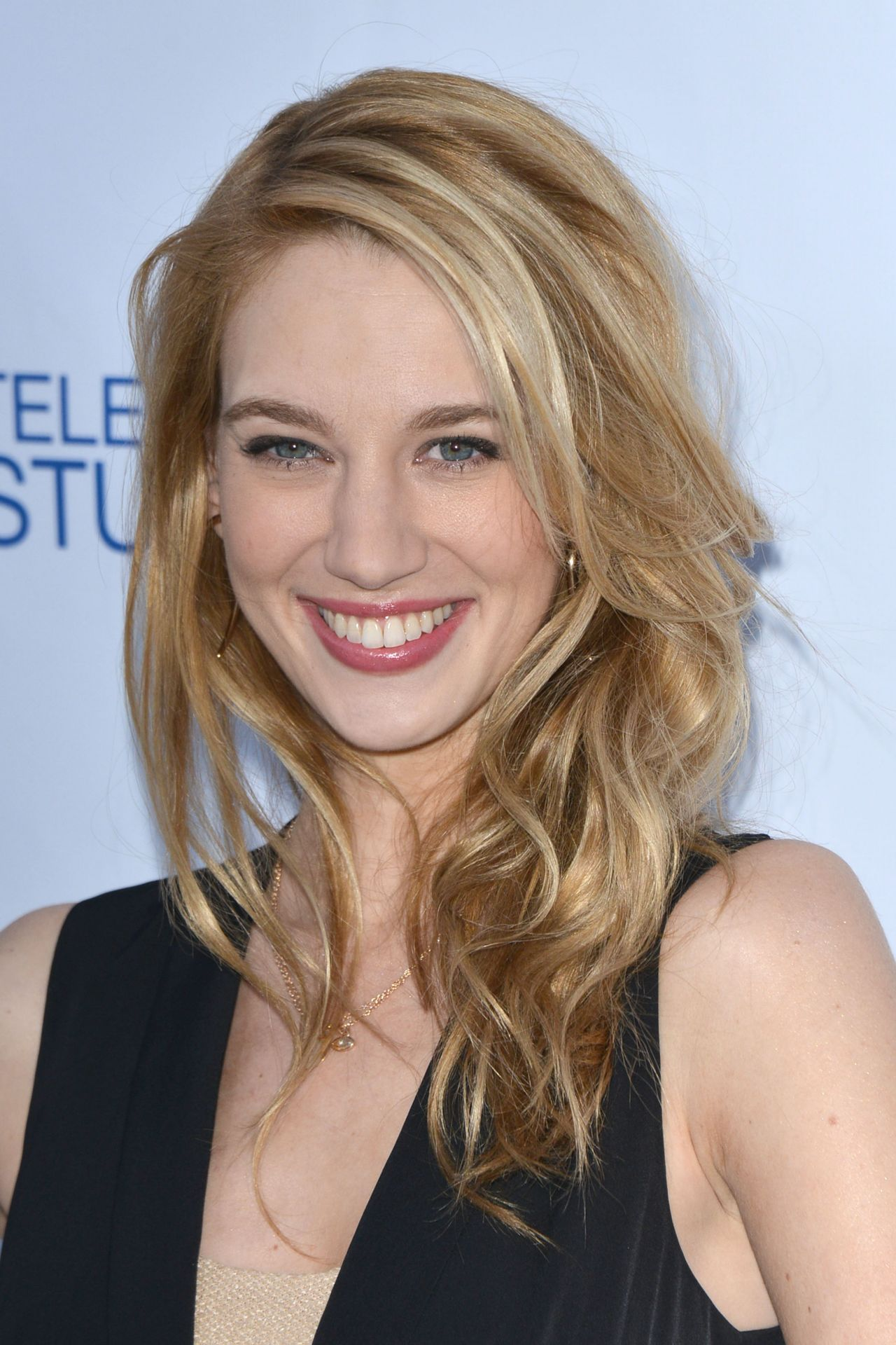 yael grobglas height