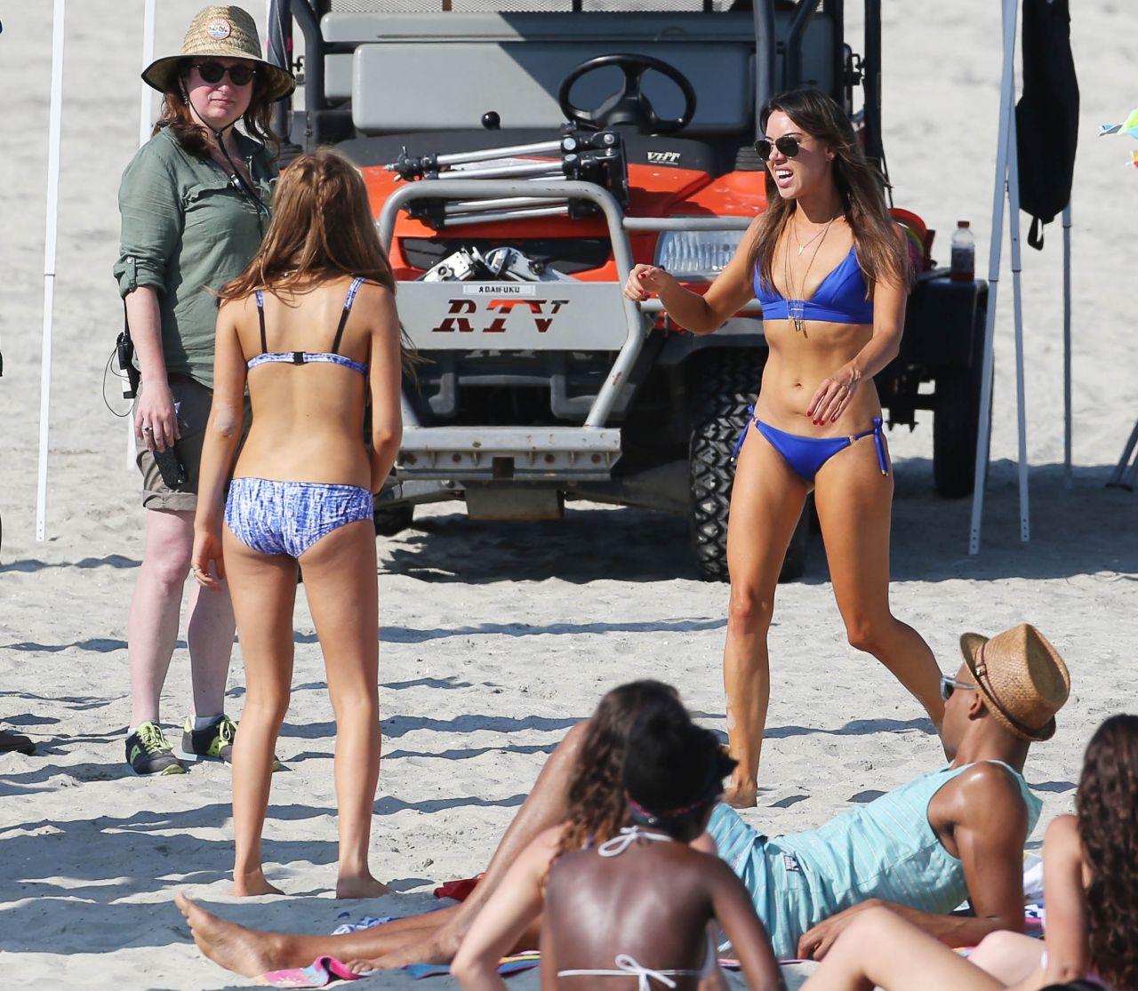 Zoey Deutch Bikini Photos – Dirty Grandpa Set Photos ... Zac Efron Nyc