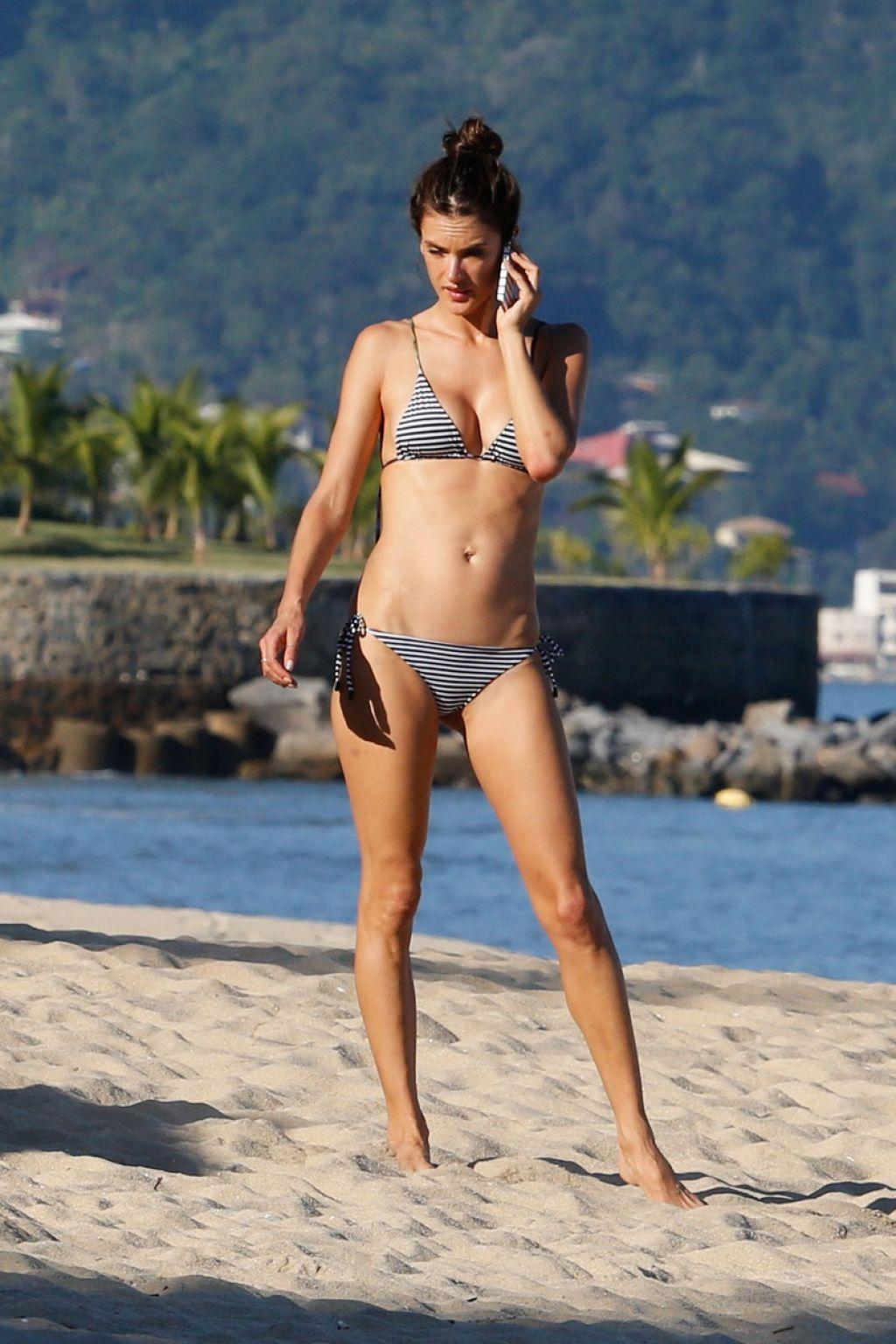 Bikini Alessandra Ambrosio nudes (57 photos), Ass, Hot, Selfie, butt 2020