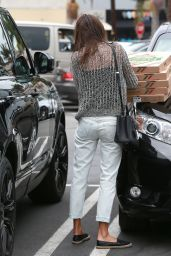 Alessandra Ambrosio Picking up Some Pizza in Pacific Palisades, June 2015