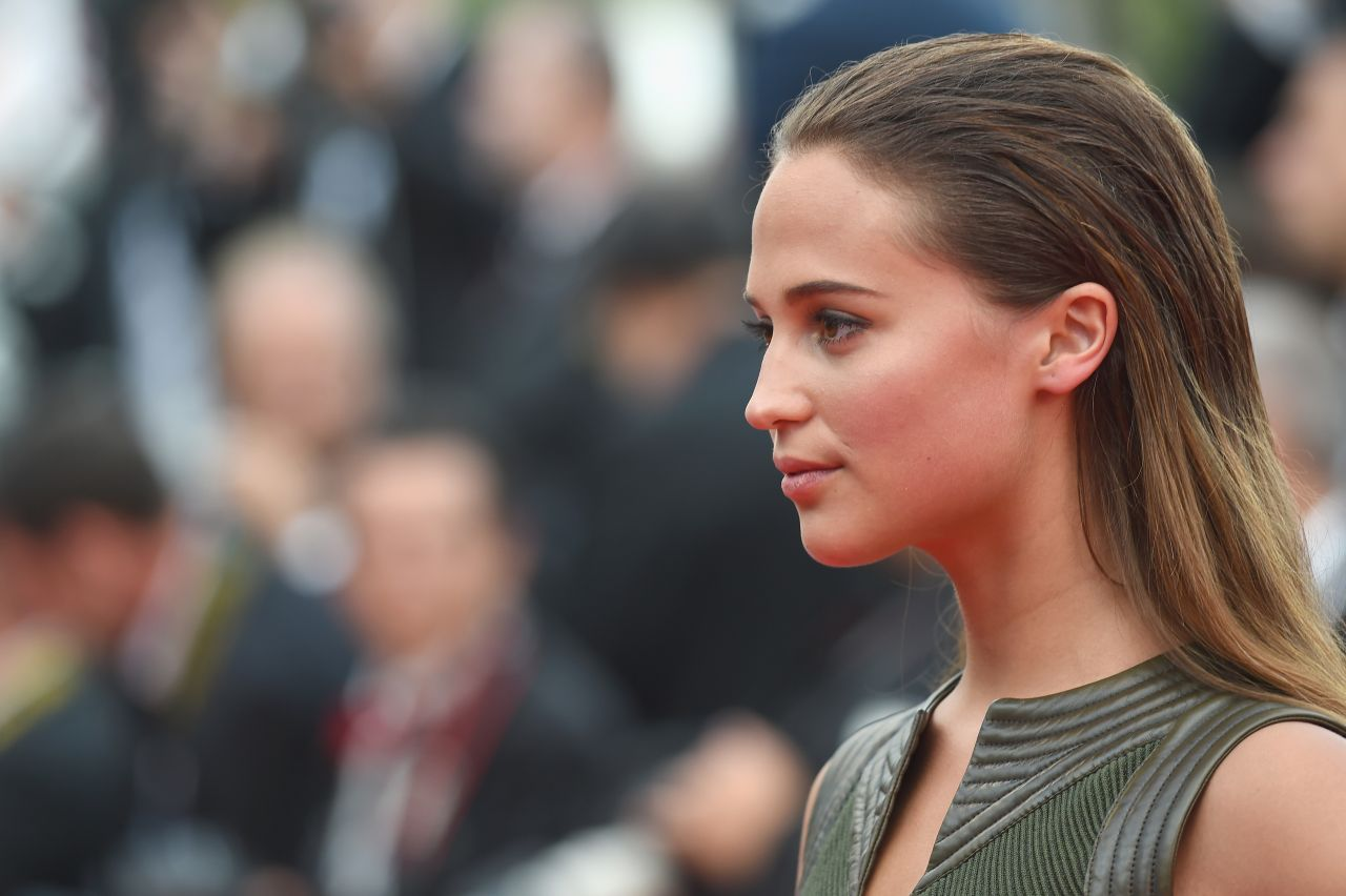 Alicia Vikander – Sicario Premiere at the Cannes Film Festival: celebmafia.com/alicia-vikander-sicario-premiere-at-the-cannes-film...