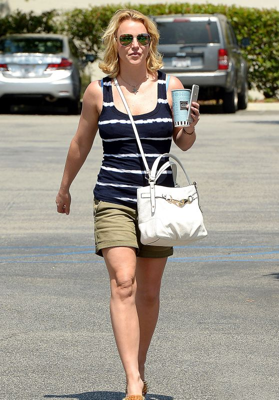 Britney Spears - Leaving the Corner Bakery Cafe in Calabasas, May 2015