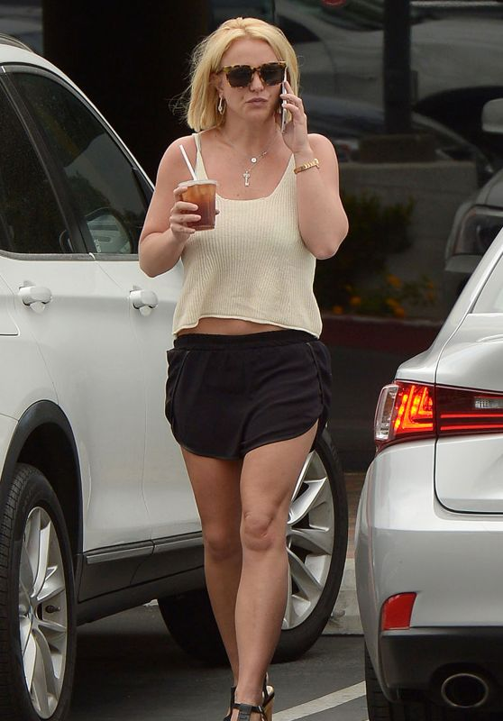 Britney Spears Street Style - Out in Thousand Oaks, June 2015