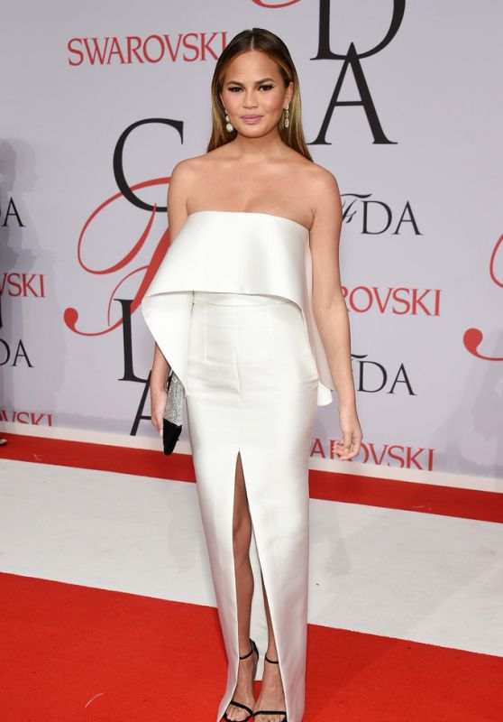 Chrissy Teigen – 2015 CFDA Fashion Awards in New York City