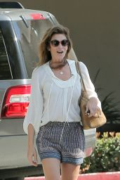 Cindy Crawford Stops by CVS in Malibu, June 2015