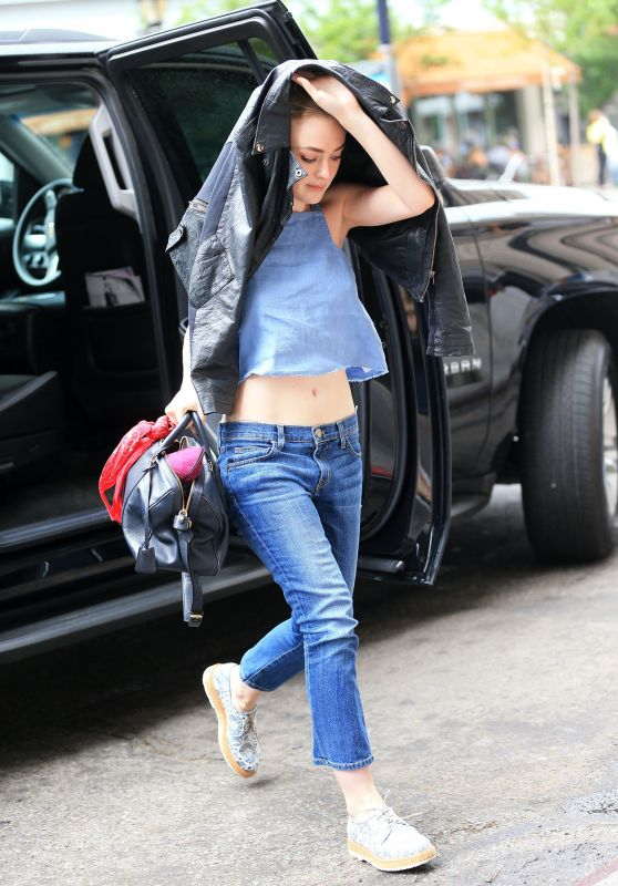 Dakota Fanning Street Style - Out in New York City, June 2015