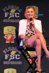 Eliza Taylor Leggy - At Florida Super Con 2015