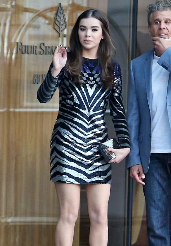 Hailee Steinfeld at Her Hotel in Toronto, June 2015
