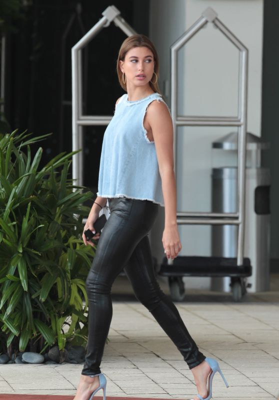 Hailey Baldwin - Leaving Her Hotel to Head to the 2015 Vous Conference, Miami