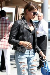 Hailey Baldwin n Ripped Jeans - Out for Lunch in Beverly Hills, June 2015