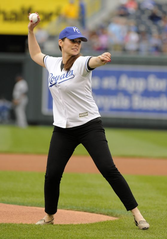Hayley Atwell - Throwing 1st Pitch in Kansas City, June 2015