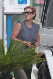 Hilary Duff at a Gas Station in Los Angeles, May 2015