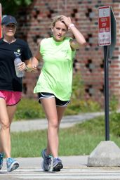 Jamie Lynn Spears - Jogging in Hammond, Lousiana