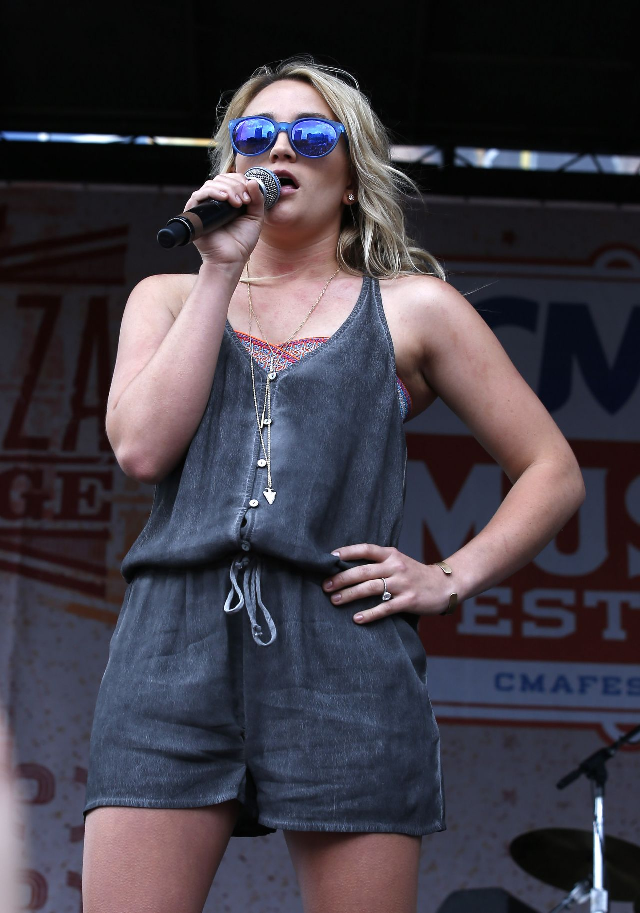 Jamie Lynn Spears Performs On The Bud Light Plaza Stage