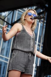 Jamie Lynn Spears Performs on The Bud Light Plaza Stage - 2015 CMA Music Festival