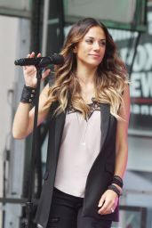 Jana Kramer Peforming at