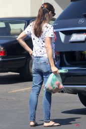 Jennifer Garner in Jeans at Farmer