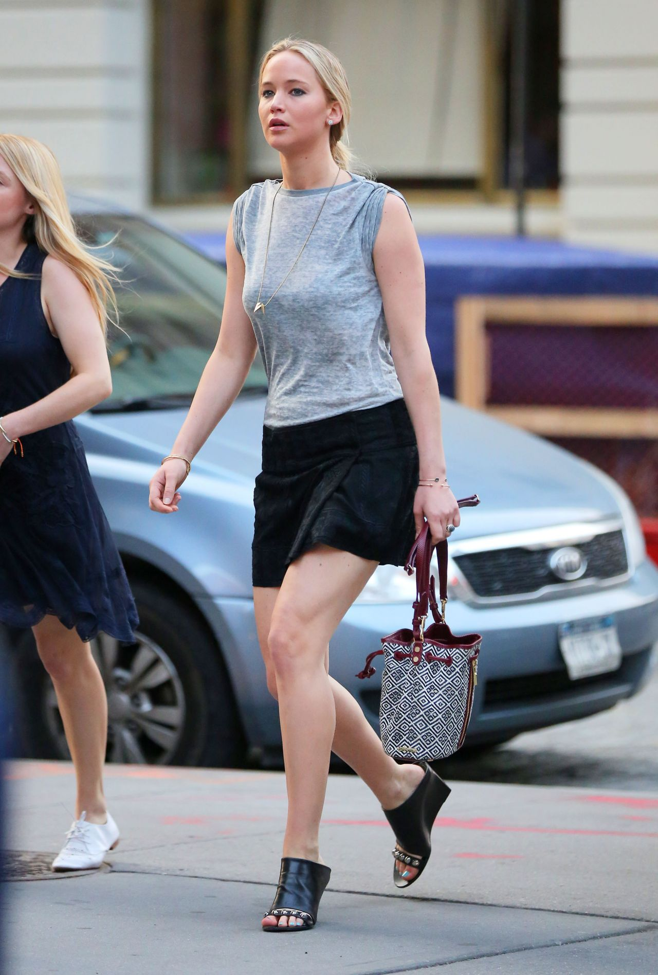 2015 June: Jennifer Lawrence Shows Off Her Legs