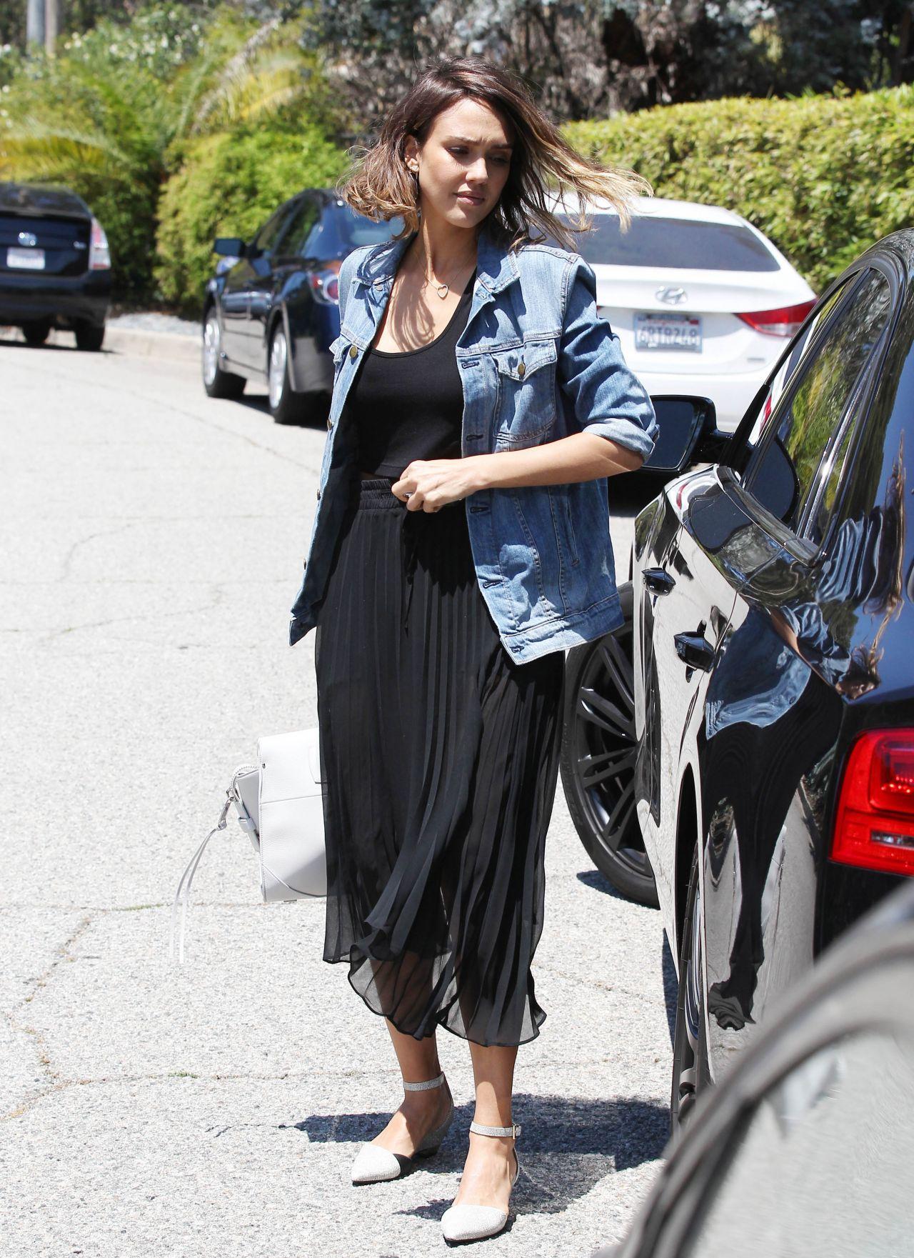 Jessica Alba Visits a Friend in Beverly Hills, June 2015