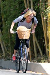 Julie Bowen - Bike Ride in Los Angeles, May 2015
