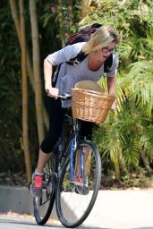 Julie Bowen - Bike Ride in Los Angeles, May 2015