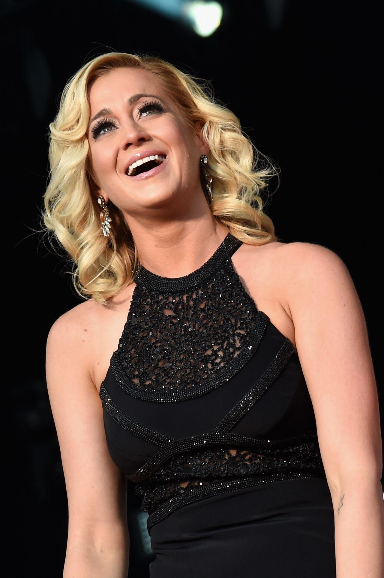 Kellie Pickler Performing At The Cma Festival In Nashville