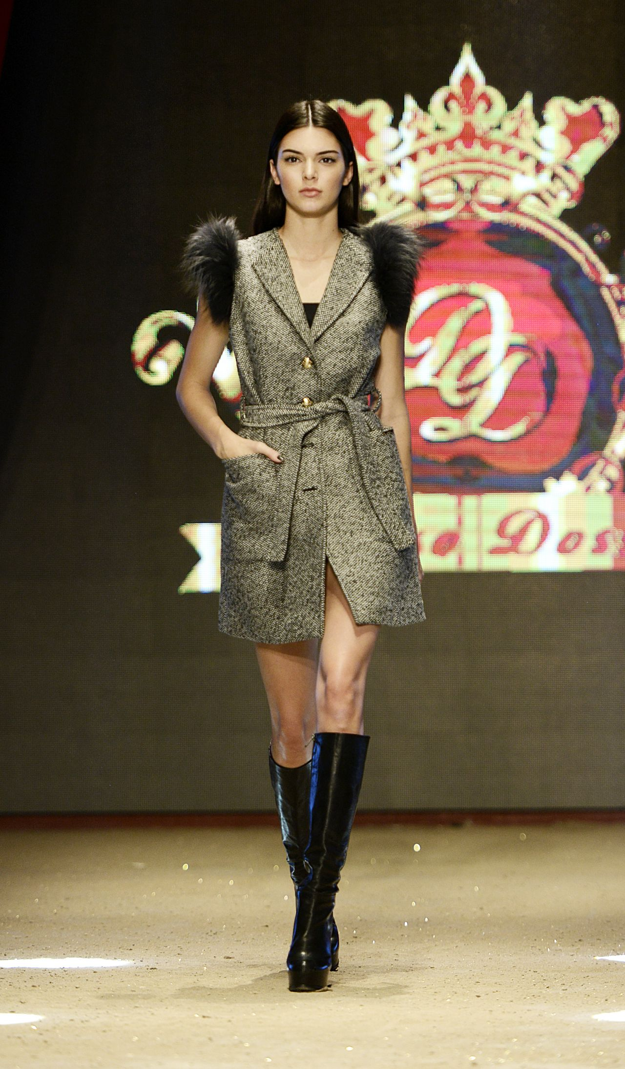 Kendall Jenner Dosso Dossi Fashion Show In Antalya