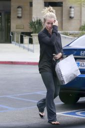 Kendra Wilkinson Leaving Nordstrom in Sherman Oaks, June 2015