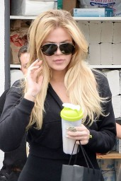khloe-kardashian-leaving-a-hair-salon-after-getting-her-hair-done-in-beverly-hills-june-2015_2