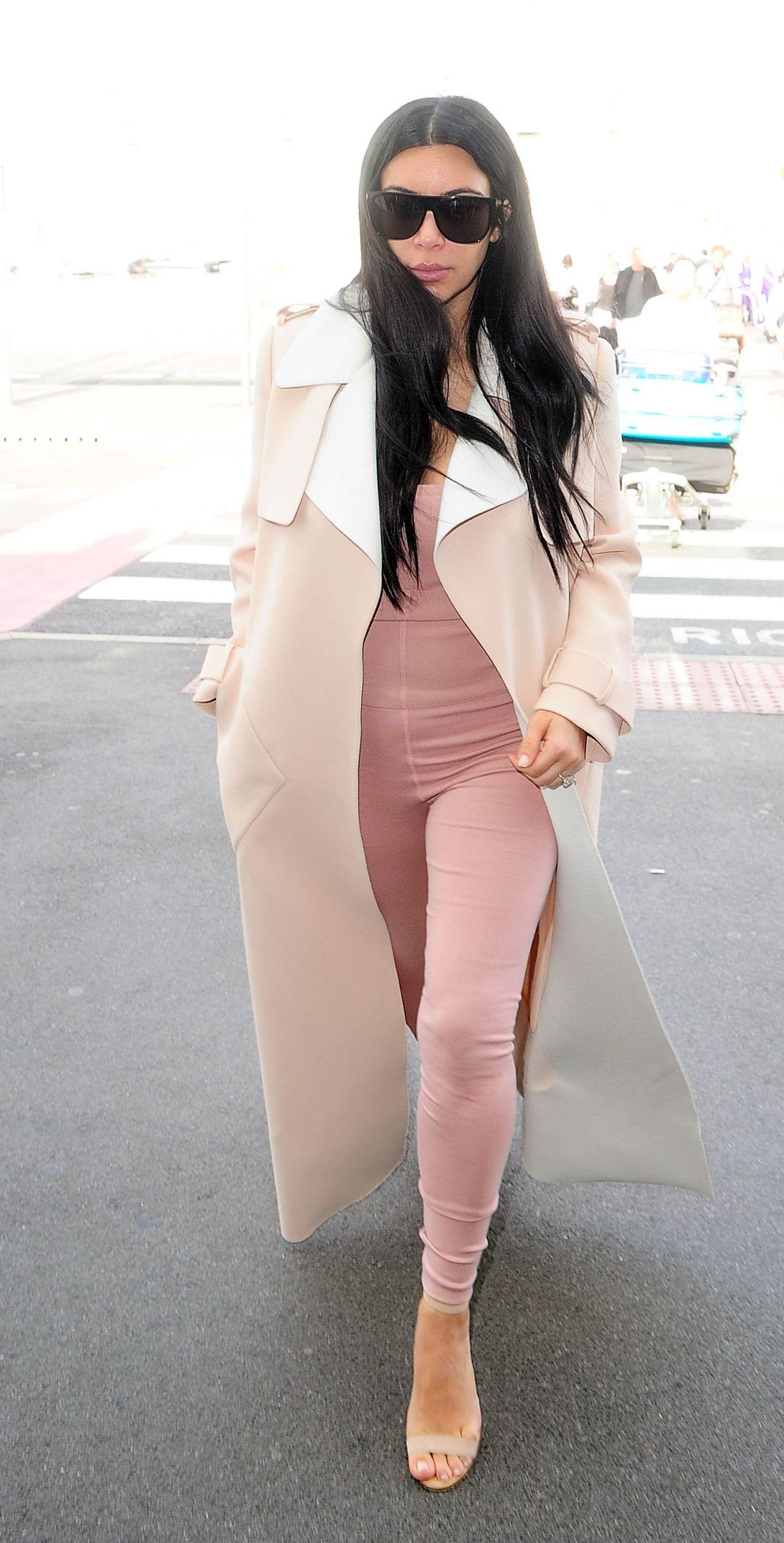 Kim Kardashian Airport Style - Heathrow in London, June 2015