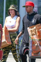 Kylie Kardashion - Grocery Shopping in Calabasas, June 2015