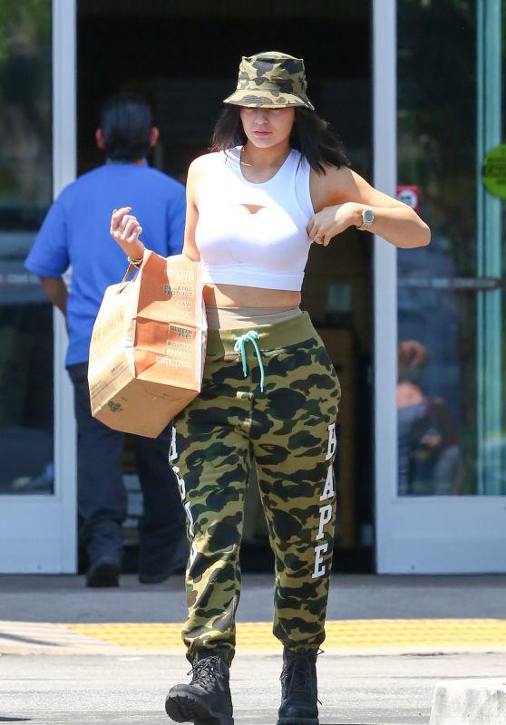 Kylie Kardashion - Grocery Shopping in Calabasas, June 2015